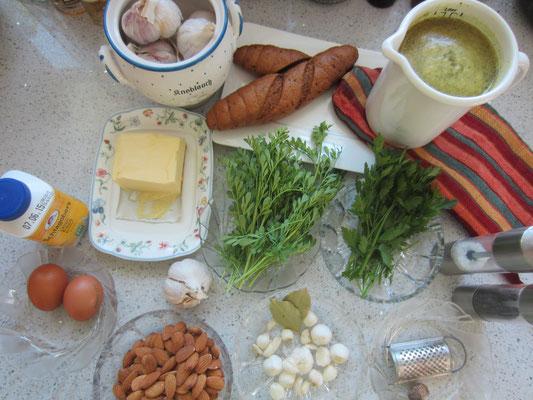 zutaten: mandeln, knoblauchzehen, petersilie, weinraute, lorbeerblatt, klare gemüsesuppe, salz und pfeffer aus der mühle, eigelb, sahne, muskatnuss, brot