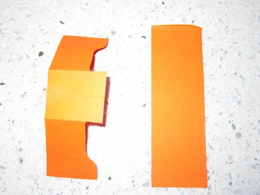 zusammenfalten und auseinanderschneiden; es entstehen zwei  8,5cm  Stücke und diese werden wieder zusammengefaltet aber nicht geschnitten