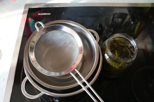 kräuteröl/zitronenmelissenöl abseihen