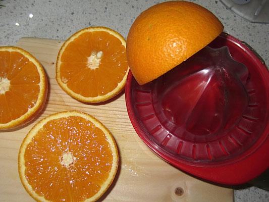 saft von zwei bio-orangen