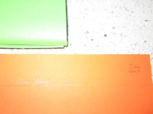 papier (tonpapier) der breite nach 3 cm abschneiden, sodass ein 19cm langes stück papier entsteht