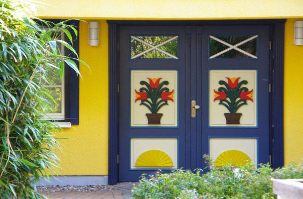 Eine der berühmten Prerower Türen