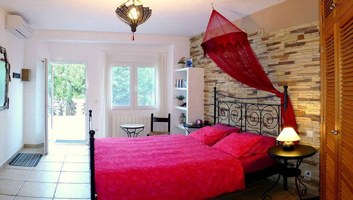 3 Schlafzimmer, jedes mit eigenem Bad en suite