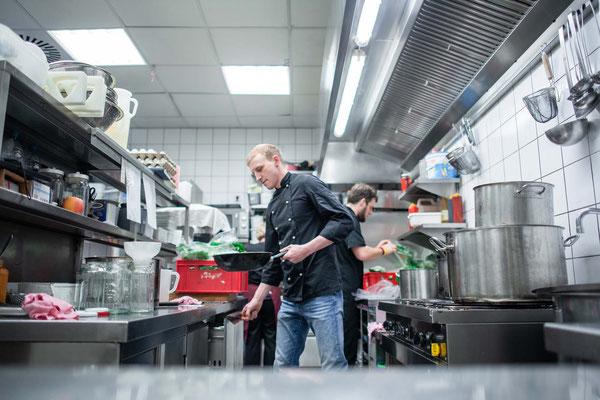 Unsere Köche bei den Vorbereitungen