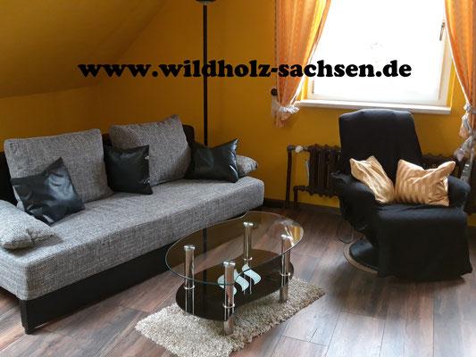 Das Sofa ist für eine 4. Person ausziehbar.
