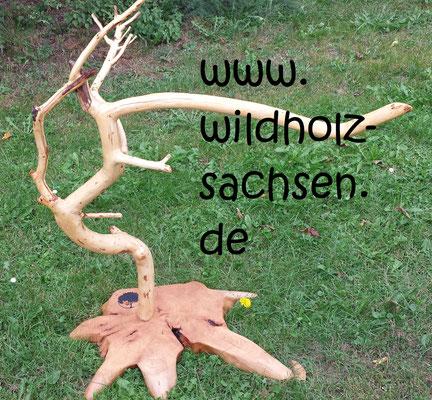 Herrendiener  aus Wildapfel und Buche  (100.- €)
