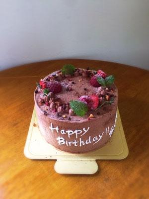 12cm チョコレートケーキ、中はいちごで見た目はシンプルにというご希望