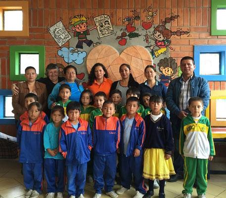 """Freundschaften mit SchülerInnen anderer Schulen schliessen: Während drei Vormittagen besuchten SchülerInnen der Schule """"Unidad Educativa Calasanz"""" die Schule Educare. Foto: Cisol 2015"""
