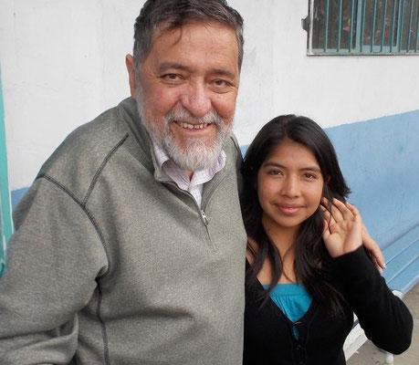 Im jungen Alter von 17 Jahren musste Luz Alexandra die Verantwortung für 7 Geschwister übernehmen. Dennoch hat sie es bis an die Universität geschafft. Als Kind war sie Schülerin von Cisol und wurde danach mit einem Stipendium unterstützt.