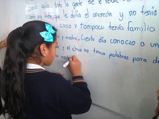 Im Unterricht - gemeinsam eine Geschichte schreiben. Foto: Cisol 2015
