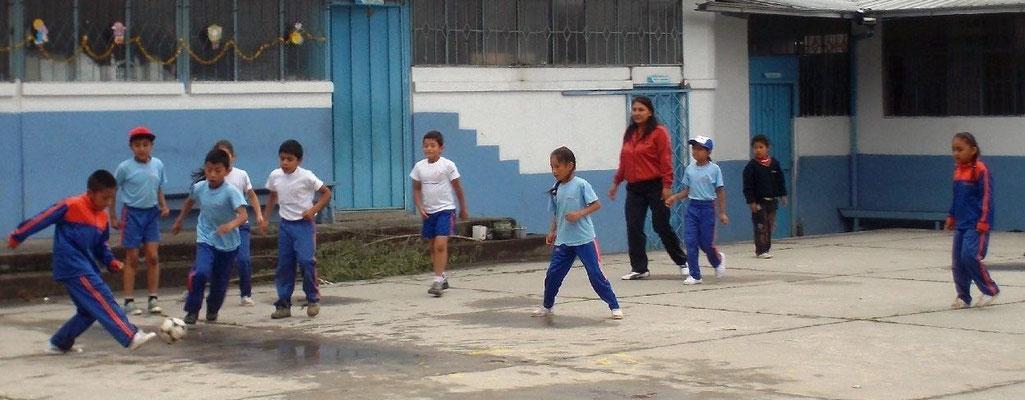 Fussball gehört natürlich auch zum Sportprogramm. Foto: Cisol 2014