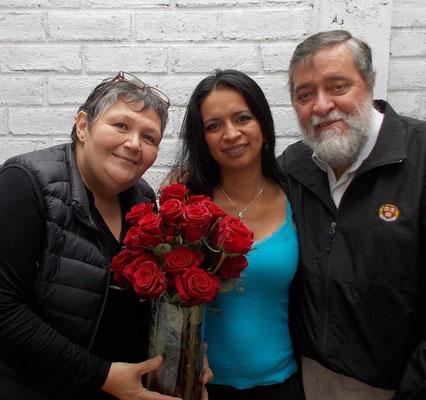 Geovana ist heute Lehrerin und unterrichtete auch an der Schule Educare. Jeden Mai besucht sie Cisol und bringt Rosen mit.
