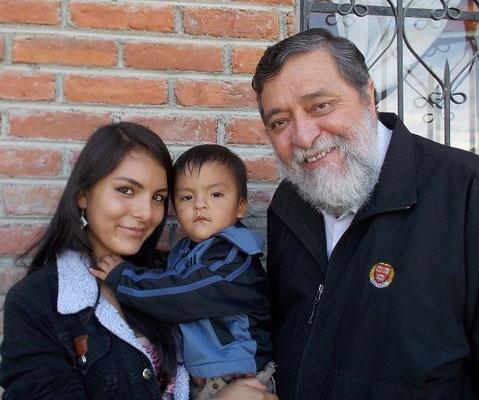Iris besuchte die Schule Educare von Cisol - heute ist sie am Gymnasium und ist Mutter eines süssen Jungen.