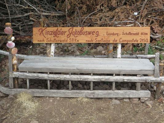 Diese schöne Sitzgelegenheit wurde von unseren Wegpaten Franz Schmid angefertigt.