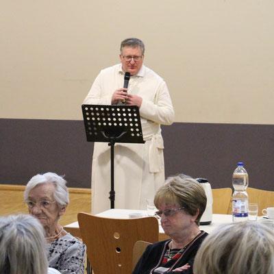 Pfarrer Abt Albert Neujahrsempfang St. Barbara Duisburg Hamborn Röttgersbach