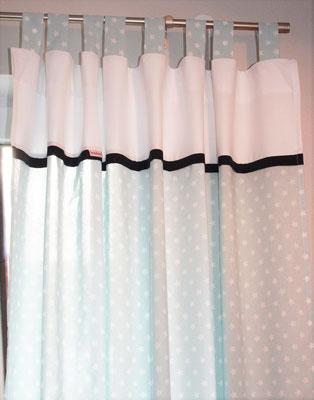 Vorhang hellblau weiß