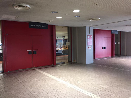 体育館2階の観覧席入口です
