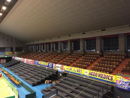観覧席入口から右側がチーム応援席です