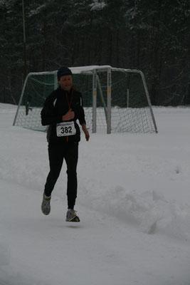 Ralf kommt als Erster unseres Lauftreffs ins Ziel