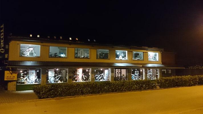 Velo Galerie Kerzers by night