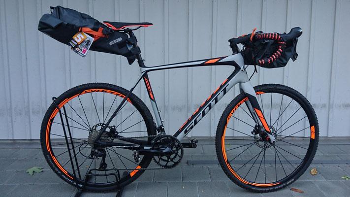 Scott Addict CX Gravel - Gepäcktasche fürs Rennvelo von Ortlieb - reisefertig
