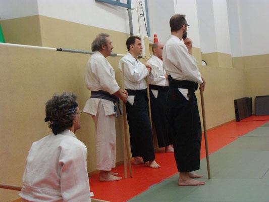 Si assiste ad una delle proposte tecniche del Ronin Club keiko.