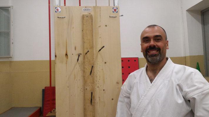 Enrico dojo-cho assieme ad uno dei suoi primi lanci.