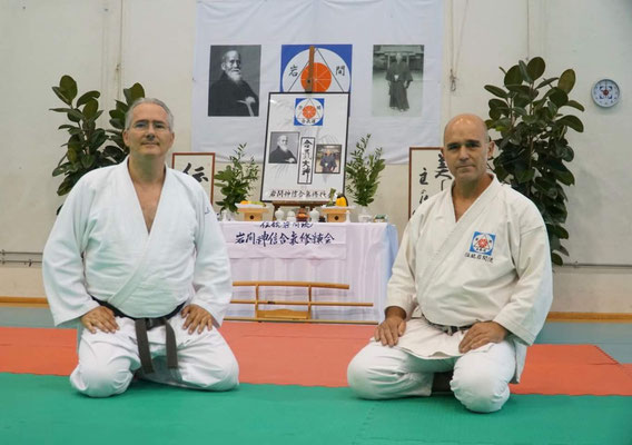 Alessandro Tittarelli Shihan e Tristao Da Cunha Shihan davanti al kamiza del Pala Ioan.