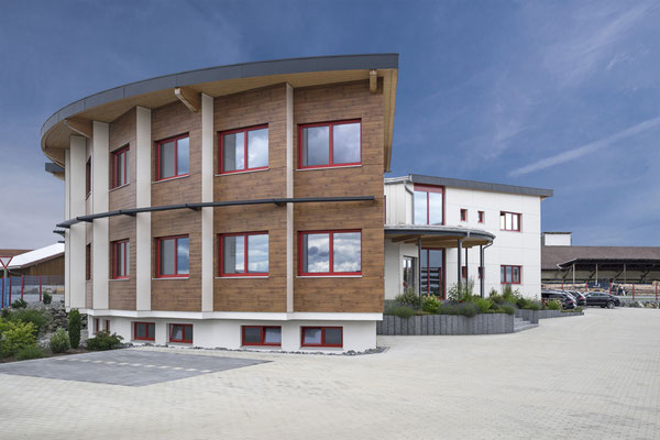 Neubau eines Bürogebäudes in Sägezahnform