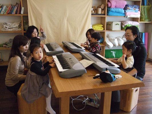 どれみLABO ピアノ プレピアノ リトミック グループレッスン