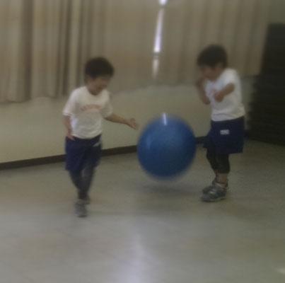 ころころころ 絵本 幼稚園 ボール リトミック どれみ音楽教室
