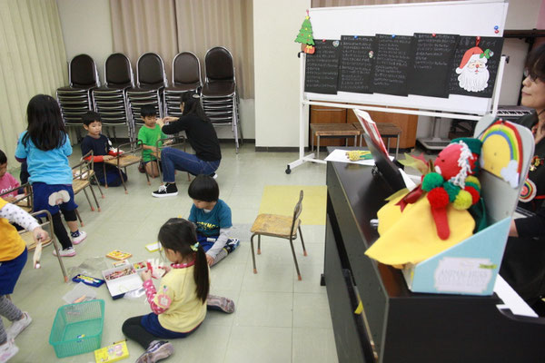 クリスマスリトミック 幼稚園 どれみ音楽教室