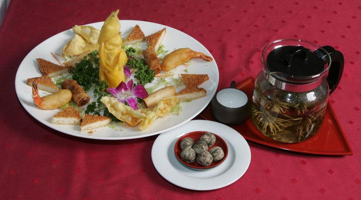 Variation von köstlichen Dim Sum mit unserer Teespezialität China Special Jasmin Silvery Strawberry (Kugeln)