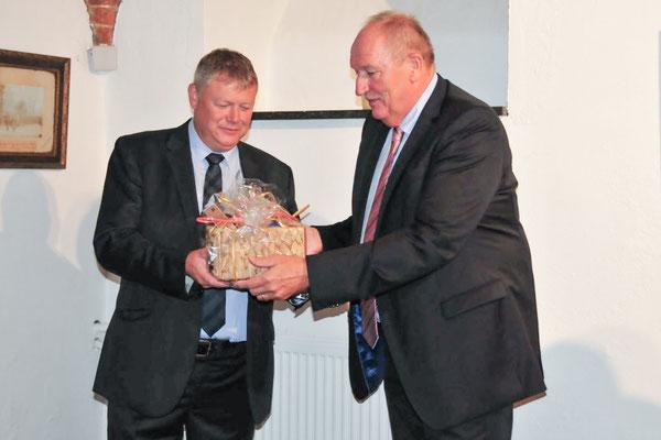 Die Bürgermeister Koen van Elsen und Otto-Heinz Fründt
