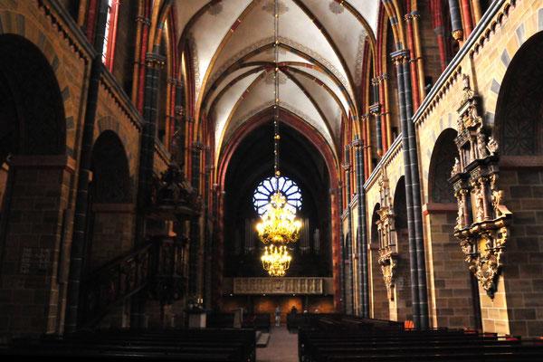 10 Mittelschiff im Dom
