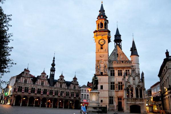 Aalst, Altes Rathaus mit Belfried und Börse