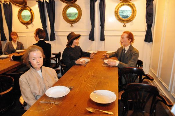 22 Speisesaal auf einem Auswandererschiff