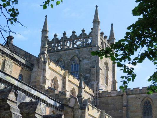Dunfermline Abbey - Turm mit Schriftzug: KING ROBERT THE BRUCE