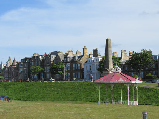 "St. Andrews Uferpromenade mit The Band Stand nahe Golfplatz ""Old Course"""