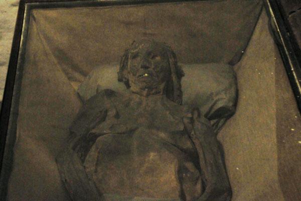 12 Mumie im Bleikeller