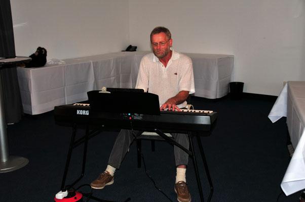 16 Der Satiriker Hans-Martin Sänger