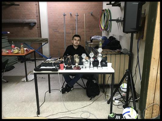 Daniel, der sich fast den ganzen Turniertag um die Technik gekümmert hat.