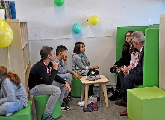 Im Bewegungsraum können die Schüler Tischtennis spielen und krökeln. Quelle: Katja Eggers