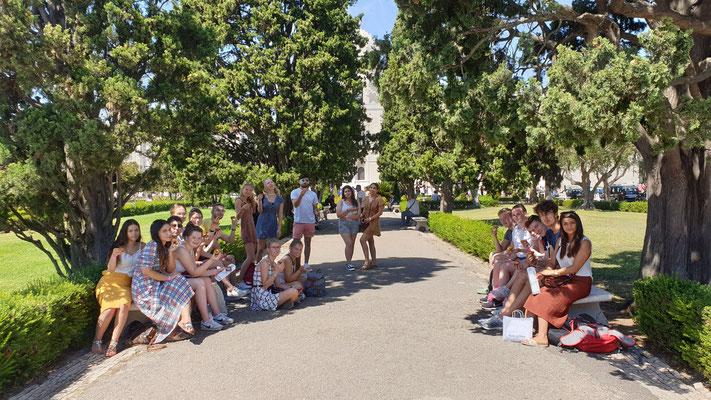 Referate und Pasteis im Jardim da Praça do Império