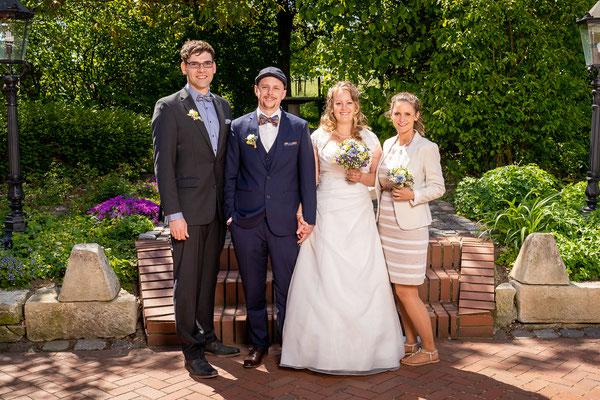 Familienfotos bei Hochzeit