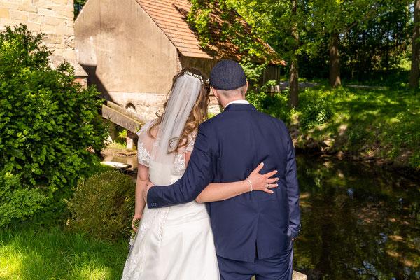Hochzeitspaar an der Mühle in Nottuln