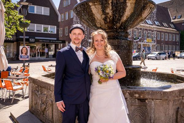 Brautpaar vor dem Brunnen in Dülmen