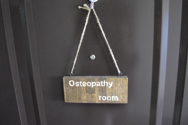 玄関「osteopathy room」