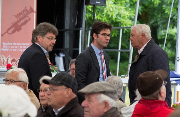 Peter Labendowicz, Kreispräsident und Mark Helfrich (MdB) im Gespräch mit Herrn Böge