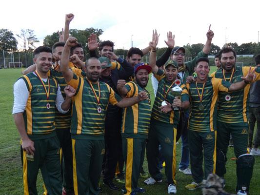 Die erfolgreichen Sieger des Turniers: Der Pak-Orient Cricket Club aus München.